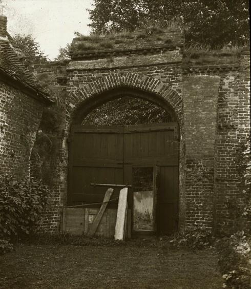 Tilt yard gate 1930s