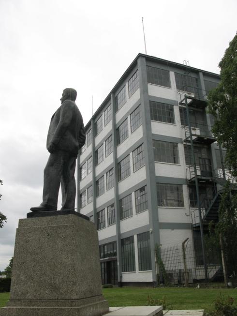 Tomas Bata statue