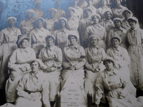 Women from the Shell shop